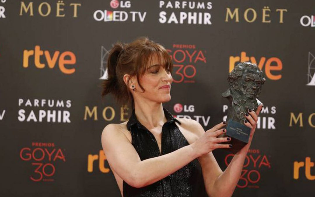 Clara Bilbao gana el Goya por el vestuario de Nadie quiere la noche